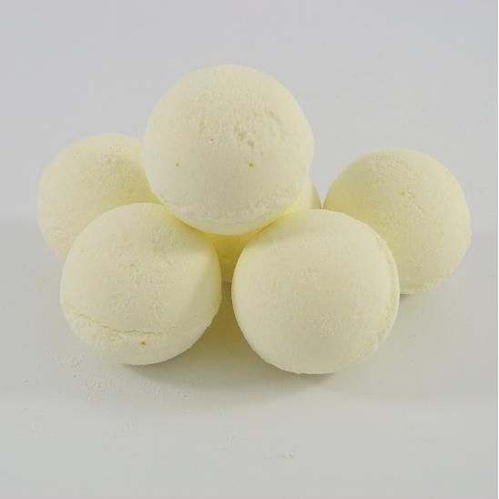 Dnes vás naučím ako si doma vyrobíte bomby do kúpeľa známe aj ako šumivky. Čo budete potrebovať: - 3 diely sódy bikarbóny - 2 diely kyseliny citrónovej (nie potravinárskej ak ste...