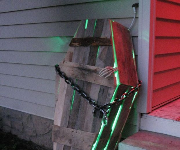 Pallet Halloween Coffin Decoration                                                                                                                                                      More