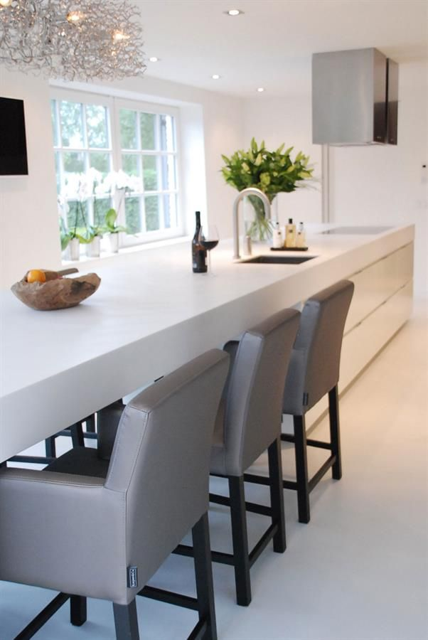 Love the dining table built into the kitchen bench thing!
