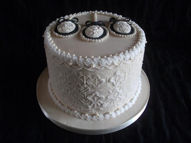 Vintage pearl cameo cake