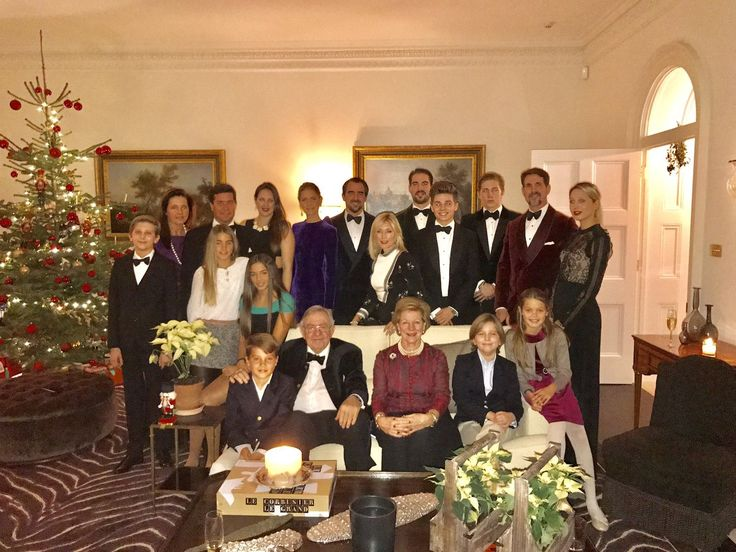 Marie-Chantal (@MarieChantalUK) on Twitter:  Greek Royal Family, Christmas 2016-l-r front Carlos Morales, King Constantine, Queen Anne-Marie, Prince Aristidis, Amelia Morales; l-r back Prince Odysseas, Princess Alexia, Carlos Morales, Ana Maria and Arietta Morales, Princess Theodora, Prince and Princess (Tatiana) Nicholas, Crown Princess (Marie-Chantal) Pavlos, Prince Philippos, Prince Achileas, Prince Constantine, Crown Prince Pavlos, Princess Olympia