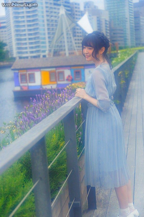上田麗奈フォトコラム・運河近くのアーティフィシャルなストリートで