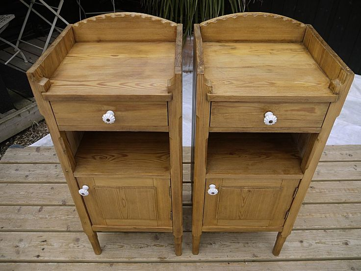 LOVELY LARGE PAIR OF OLD ANTIQUE PINE BEDSIDE CABINETS/LAMP TABLES/POT CUPBOARDS