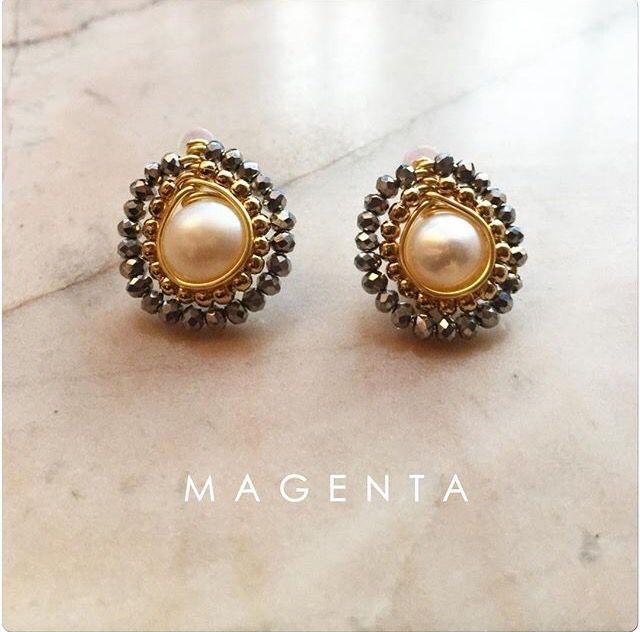 Aretes hechos a mano con perla y cristales en chapa de oro ❤️