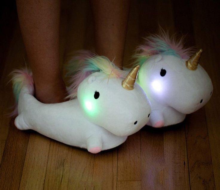 Pantuflas luminosas de unicornio para iluminar nuestro camino al váter
