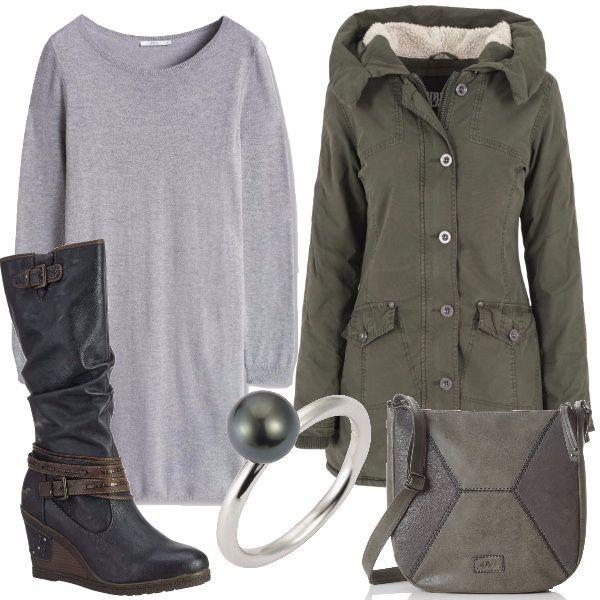 Sfumature di grigio, abbinate al verde, per questo look adatto per tutti i giorni. L'abito in maglina a scollo tondo è indossato con stivali con zeppa e con una borsa a tracolla. Un parka caldo e un anello, in argento e con una perla sui toni del verde, completano l'abbigliamento.
