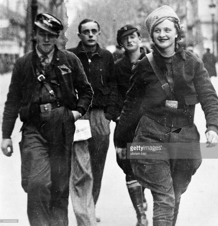 Spain, civil war 1936-39 - Members of the republican popular front brigades in one of the streets of Barcelona. Early 1938