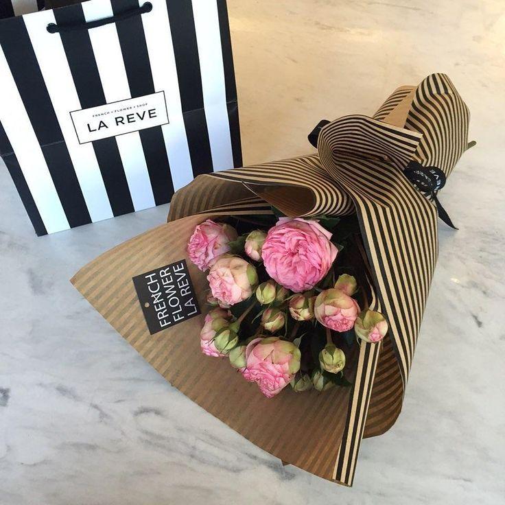 "858 Likes, 4 Comments - FRENCH FLOWER SHOP LA REVE 라레브 (@ouilareve) on Instagram: ""꽃을 디자인하다. THE FRENCH FLOWER SHOP LA REVE . . 수입장미인 피아노 장미로 제작한 꽃다발 ♥. 지금 라레브엔 다양한 종류의 수입장미가 준비되어…"""