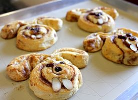 Easter Bunny Cinnamon Rolls + Cinnabunnies! (I'm taking away the almonds though because they looked deranged with those as teeth.)