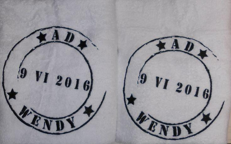 douchelakens wit na eigen ontwerp geborduurd http://www.borduurkoning.nl/shop