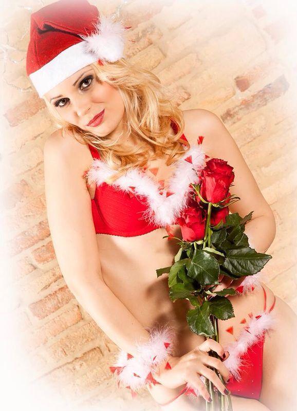 Cosa vorrei per Natale? Un aspetto favoloso! #natale #merrycrhistmas #model #girl #beauty #health #red #lingerie #sexygirl