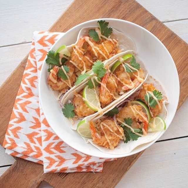 Deze taco's met krokante garnalen en chilimayonaise zijn fantastisch. Crispy gamba's op een bedje van frisse koolsalade met zoet pittige chilimayonaise.