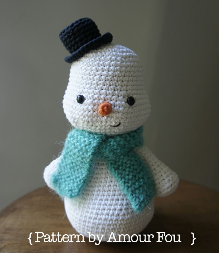 Free Crochet Pattern: A Snowman for Toto, by { Amour Fou}