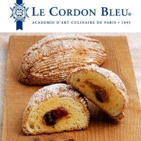 ル・コルドン・ブルーは、1895年パリで設立されたフランス料理・菓子・パンの学校。フランスの伝統と技術、料理芸術を継承し、世界に発信しています。 「モダヌ」は、ローヌ・アルプ地方サヴォワ県(フランスとイタリアの国境付近)にある小さな街の名前。「モダヌ」風ブリオッシュのご紹介です。 本場フランスの味に挑戦してみてくださいね。