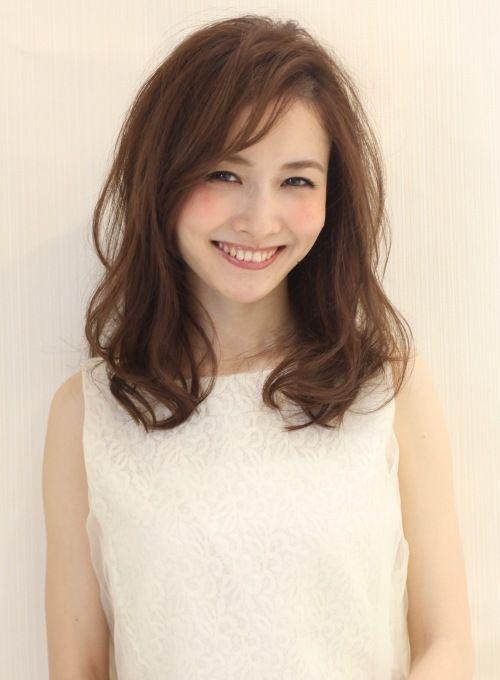 大人かわいい髪型ならお任せ下さい!紗栄子さん風☆大人かわいい小顔アンニュイカールの髪型です。赤味の出ないツヤカラーが得意です!扱いやすいカット、お家でのお手入れの仕方を御来店時に解説させて頂きます!!