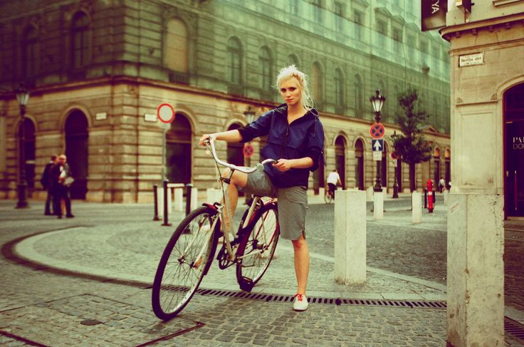 Stylish cyclist on www.narvalmarket.com
