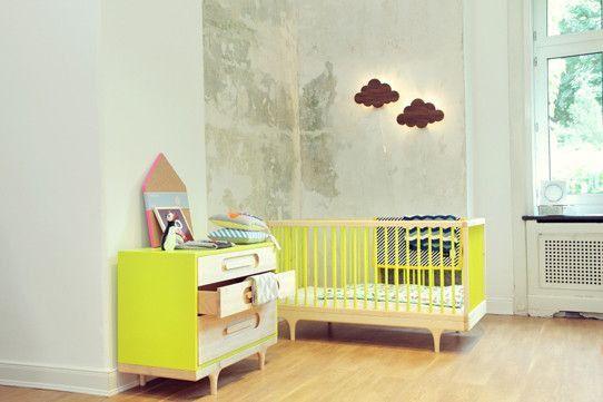 Das bringt Farbe ins Baby-Zimmer! <3 Das Kalon Studios Caravan Crib Babybett 70x140 cm in Ahorn/Gelb