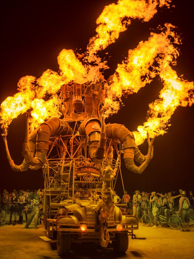 El Pulpo Mechanico, the giant, flame-throwing, steam punk, octopus art car