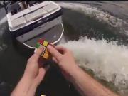 Su Kayağı Yaparken Rübik Küp Çözmek