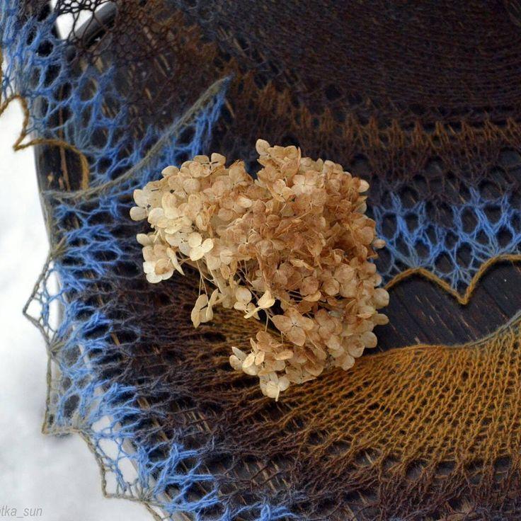 "Доброго утра ☕ Шаль ""Lacy Katy"" дизайнер Brigit Freyer. Кауни 8/1 Brown- blue от @kauni_moskva. Всем лучей добра☉  #vkpost #winter #february #nikon #Natka_lifestyle #lifestyle #knitting #loveknitting #yarn #wool #shawl #instaknit #Moscowregion #зима #февраль #шаль #вяжутнетолькобабушки #вяжуспицами #своимируками #вязание #спицами #ручнаяработа #рукоделие #вязанаяшаль #шальспицами #кауни #Наткавяжет #своимируками #Пушкино #Подмосковье"