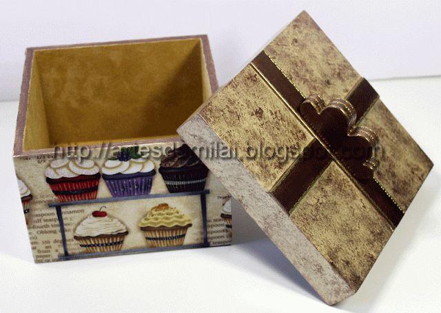 Caixa com decoupage em tecido e forrada a pó de veludo