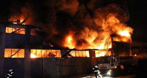 Samsun'da Lastik Ayakkabı Fabrikasında Yangın