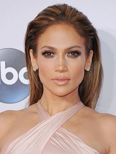 30 Lipstick Ideas to Try Now:  Jennifer Lopez's glossy peach lips | allure.com