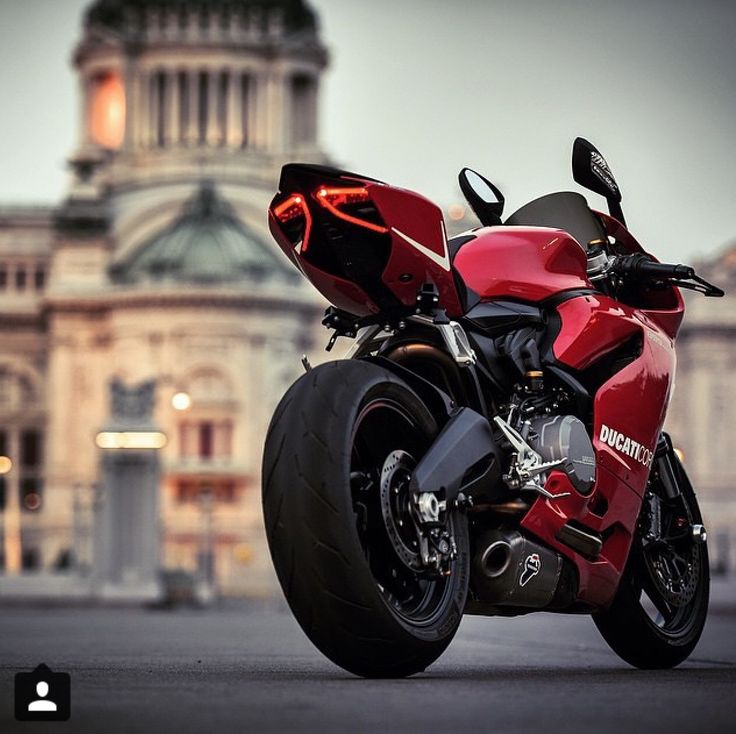 Ducati 899 Panigale   Oh goodness, I may be in lust.  Look at those lines.