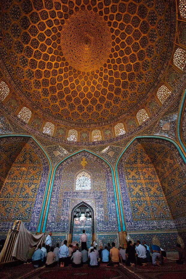 Une synthèse sublimée de l'architecture islamiqueLes rois safavides ont, au XVIe siècle, promu le chiisme religion officielle. Ici, la mosquée qu'Abbas Ier a fait ériger à Ispahan pour son usage personnel.