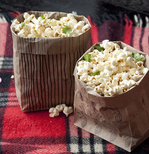 Need an awesome stay-in entertaining idea? Today we're throwing a Movie Bingo Night (with downloadable invitations) *DIY Popcorn bags with recipe from Nitehawk Cinema