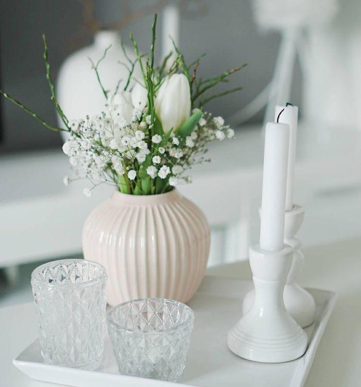 Die Vase Hammershøi passt perfekt in jedes skandinavische Zuhause. Das Puristisch, elegante und durch und durch zeitlose Design der Vase ist einfach typisch dänisch! Eindeutig: Dieses handgefertigte und kunstvoll bemalte Deko-Piece hat It-Piece-Potenzial! // Vase Keramik Blumen Flowers Deko Dekorieren Wohnzimmer Gestalten Tablett Windlicht Kerzen Ideen #WohnzimmerIdeen #Wohnzimmer #Dekorieren #Interior #Einrichten #Vase #Blumen #Tablett @hej_its_my_home
