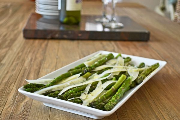 An easy asparagus appetizer recipe: Quick-roasted asparagus with shards of parmesan cheese by @Christine | Cook the Story