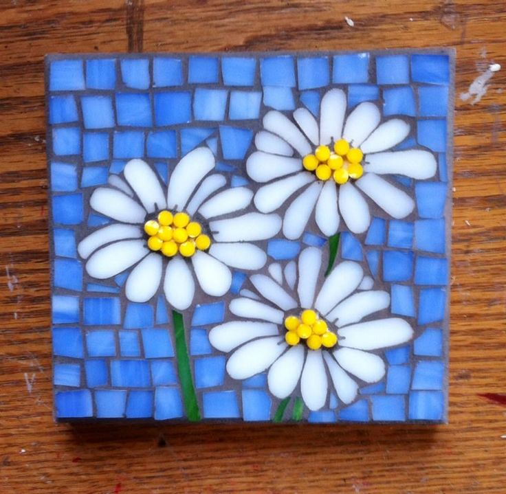 Stained glass mosaic flowers (daisies) by Cathy Garner.
