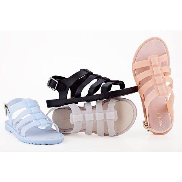 Новости JNBY: в нашем магазине представлена летняя обувь марки Melissa из ароматного пластика. Рекомендуем обратить внимание на эти удобные классические сандалии. Доступны в пастельно-голубом, пудровом и черном цветах со скидкой 60%. #jnby_stpetersburg #невский148 #melessa