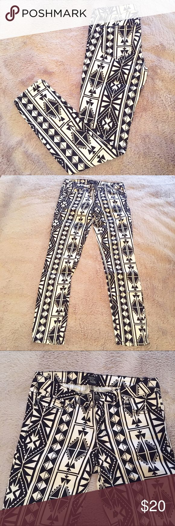 Black and White Aztec Print Skinny Jean - 27 Like New! Only worn once! These jeans have an all over white/black Aztec print and are a super soft /stretchy denim material. Excellent Condition. Size 27. Forever 21 Pants Skinny