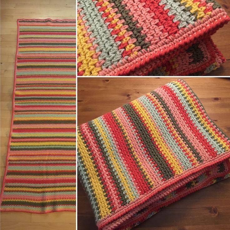 Projekt 10: 40-års tæppe til min veninde Anja. Hæklede det fra sept-dec 2016.  Garnet er 45% bomuld og 55% merinould. Tæppet vejer 1049g, så det passer med ca. 21 nøgler.  #blanket #crochet