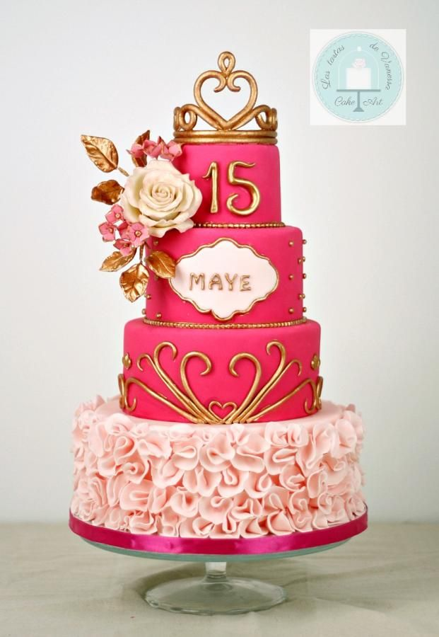 Cake in fuchsia, pink and gold for a party of 15 … Floral bouquet made in flower paste. I hope you like it Tarta en fucsia, rosa y dorado para una fiesta de los 15… Bouquet floral hecho en pasta de flores. Espero que os guste
