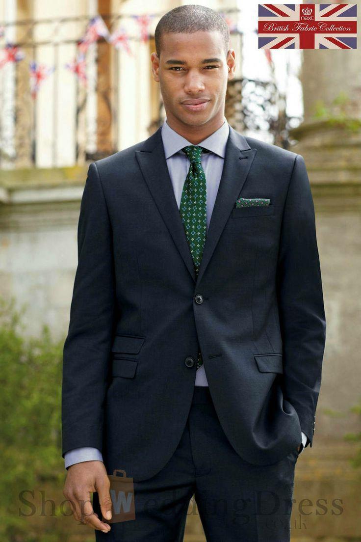 Traje gris camisa blanca y corbata verde suits for Combinaciones con azul