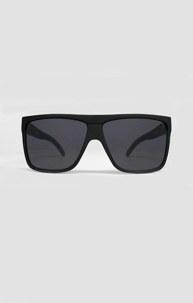 Quay sunglasses: BARNUN Pinterest: hannahreedd