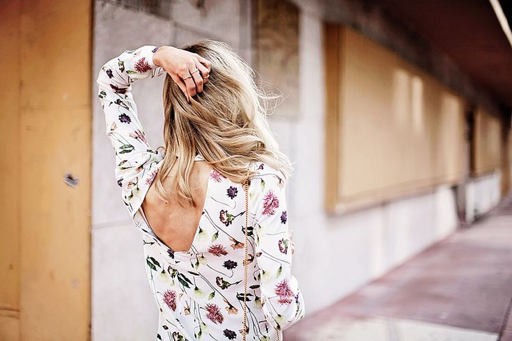 Cute & Other Stories floral dress with a cut-out detail in the back - Anna Pauliina, Arctic Vanilla blog.