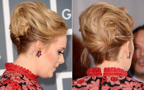 O coque-banana de Adele é superelaborado: o cabelo é enrolado no sentido da lateral direita e é a franja (jogada toda para trás e arrumada com spray fixador) que dá esse volume no alto da cabeça.