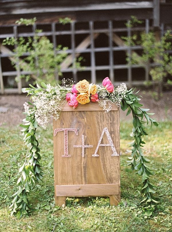 Colorful and Rustic Wedding Sign with a Modern Monogram | JoPhoto on @mtnsidebride via @aislesociety