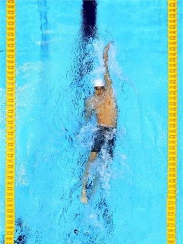 Michael Phelps (U.S.A.) swims backstroke at London 2012
