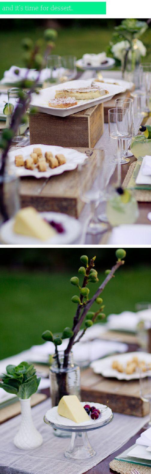 White and green setting table |Green grape and white flowers |  Uva verde e fiori bianchi | http://theproposalwedding.blogspot.it/ #autumn #fall #wedding #grape #wine #september #matrimonio #autunno #vino #uva