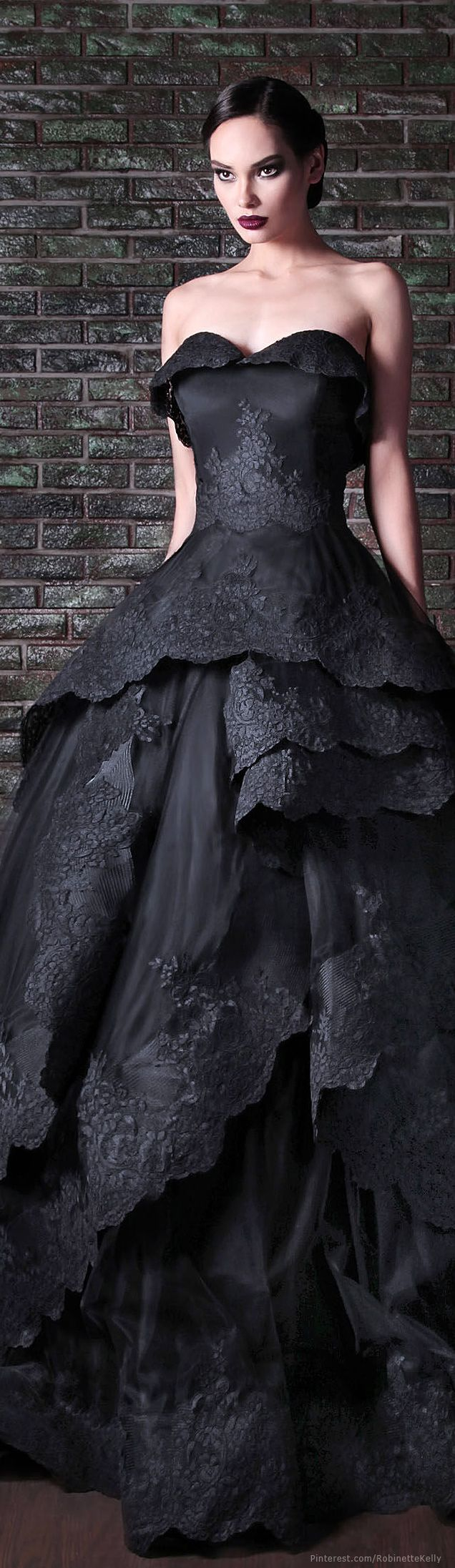 Rami Kadi   Couture, F/W 2014; minus the ruffle of material folded over the top of the bust.