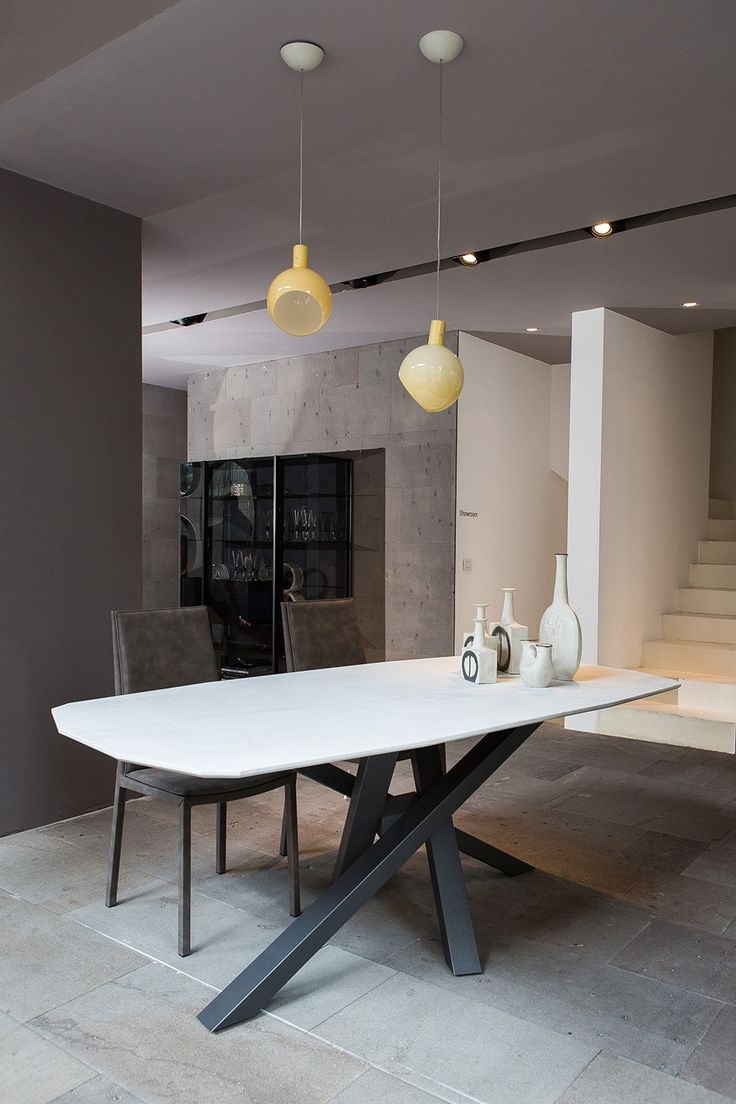 Table SHANGAI: base Carrara marble and alluminium base painted graphite. Chairs SVEVA: chairs with steel frames,padded cushion on seatback and seat.
