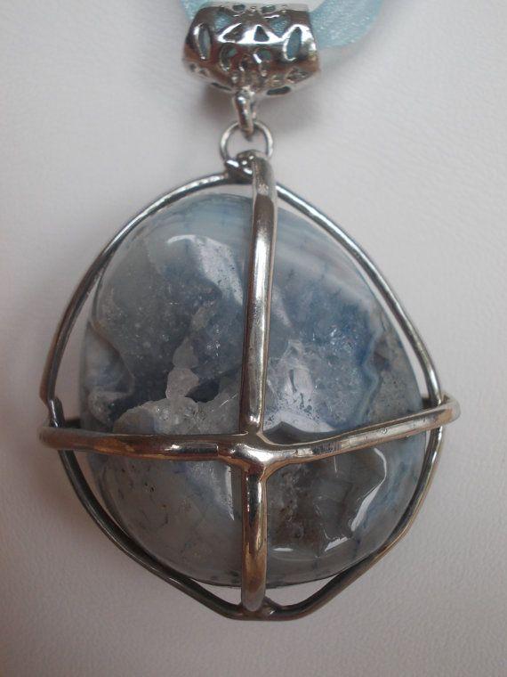 Ожерелье голубой халцедон и черный жемчуг Monpasier на etsy
