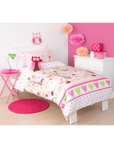 Delight in this wonderful enchanted Spring Garden, featuring polka-dotted mushrooms, pretty flowers, ferns and fronds. Cute bunnies, shy hedgehogs, chirpy birds and charming butterflies flutter about in the lovely woodland setting that features on this bed pack.