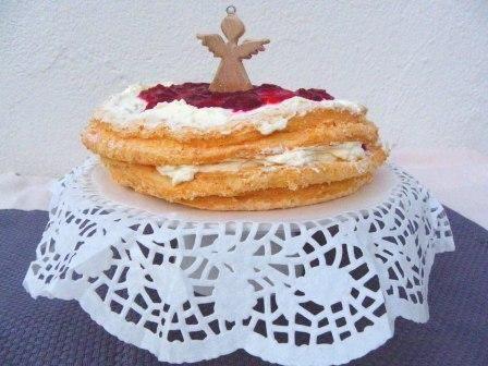 Op dag 19 van de glutenvrije advent maak ik een angel foodcake. Een taart die voedsel is voor engelen leek mij wel heel gepast voor de kerst. Een angel foodcake is een wonder van luchtigheid, een heerlijke zoet wolk die heel goed glutenvrij te maken is omdat er maar weinig meel in gaat. Ik combineer …
