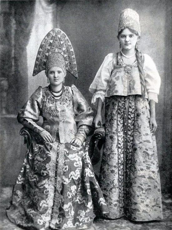 Festive and casual clothes in the Russian Empire